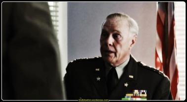 Bir grup Amerikan askerinin gözünden anlatılan hikaye 2. Dünya Savaşı'nın tarihi D Day çıkartması ile başlıyor ve askerler tehlikeli bir özel görece gitmek üzere bir gemiye bindiriliyor. Yüzbaşı John Miller (Tom Hanks) çarpışma sırasında 3 kerdeşi de öldürülen Er James Ryan'ı bulmak için adamlarını düşman hattının ötesine götürmek zorundadır. Amaç Er Ryan'ı sağ salim evine ulaştırabilmektir.