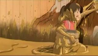Küçük bir kız olan Chihiro, ailesiyle birlikte bir tünelden geçerken kaybolur ve gizli bir dünyaya girer. Burada ailesi garip bir değişim geçiren Chihiro, kendisini güçlü bir cadı tarafından yönetilen garip bir kasabada bulur. Cadı tarafından dünyaya dönmesi engellenen Chihiro, burada cadının kurbanı olan pek çok garip ruha ve yaratığa rastlar
