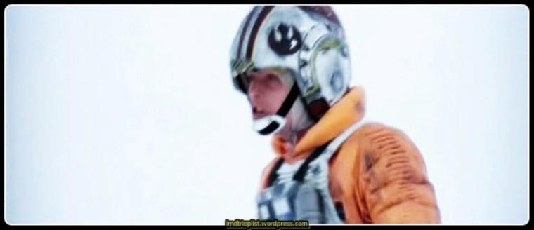 Asiler için karanlık zamanlar yaşanmaktadır. Buzlarla kaplı soğuk gezegen Hoth'a yapılan inanılmaz saldırıdan sonra, isyancılar İmparatorluk'un kovalamacaları sonunda galaksinin dört bir yana dağılmak zorunda kalmıştır. Han Solo ve Prensen Leia İmparatorluk filolarından Bespin şehrine kaçmaya çalışırken, Luke Skywalker, Dagobah bataklıklarında gizemli Jedi masterı Yoda'yı aramaktadır. Luke'u karanlık tarafa geçirme teşebbüsünde bulunan Darth Vader onu bir tuzağın içine çekmeye çalışır. Sith Lord'uyla yapılan acımasız bir ışın kılıcı düellosunun ortasında Luke, Skywalker efsanesiyle ilgili korkunç bir gerçekle karşı karşıya kalır.
